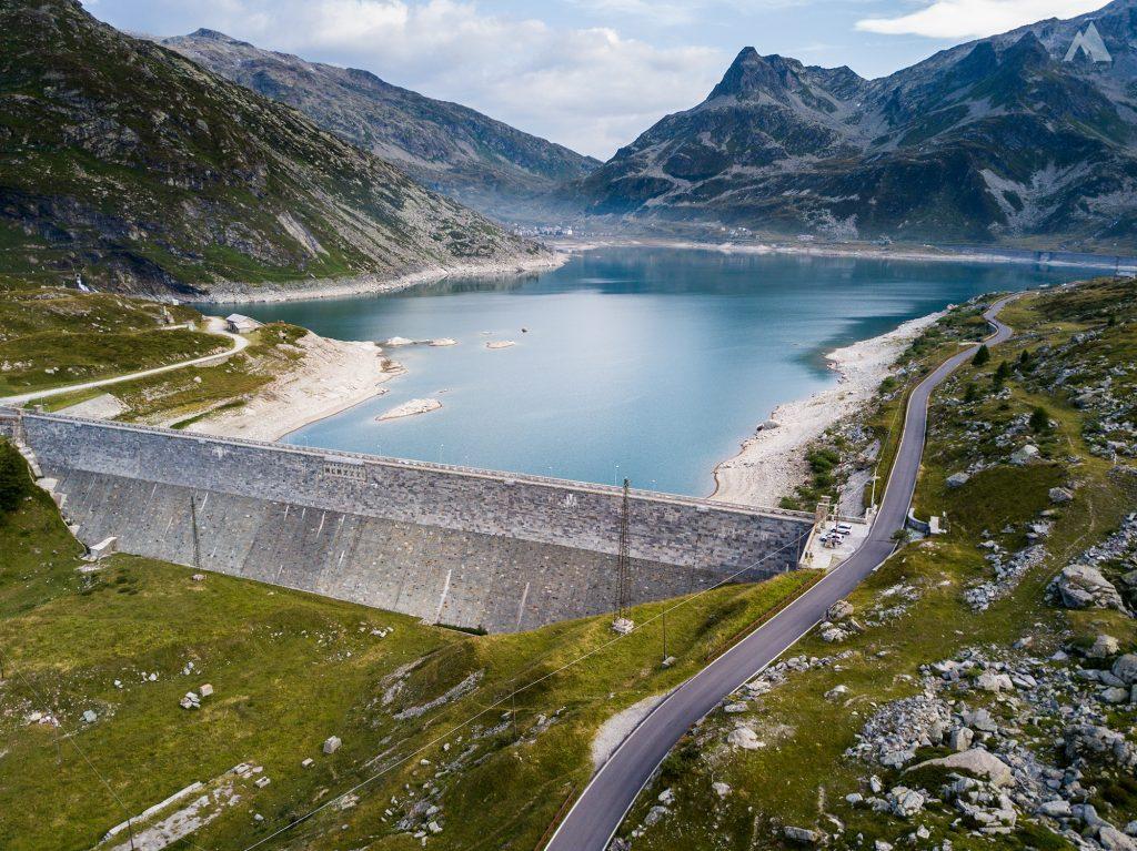 Die Staumauer des Lago di Montespluga.